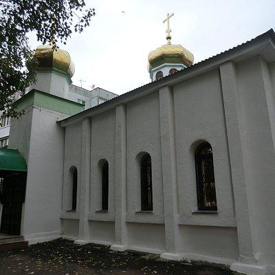 Вход в Церковь Пантелеимона Целителя в Сухой Самарке