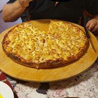 40 cm Familie pizza, super lekker ! Met een heerlijk Flensburger pilsje erbij.
