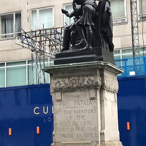 The statue, plinth and inscription