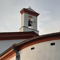 particolare del piccolo campanile