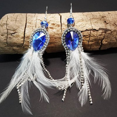 Beautiful feather earrings for woman. Various colors available.Unique design. Really handmade.