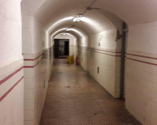 Pasillo principal del bunker
