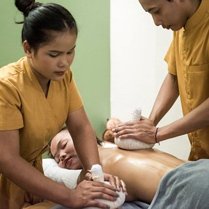 four hand with herbal compress massage