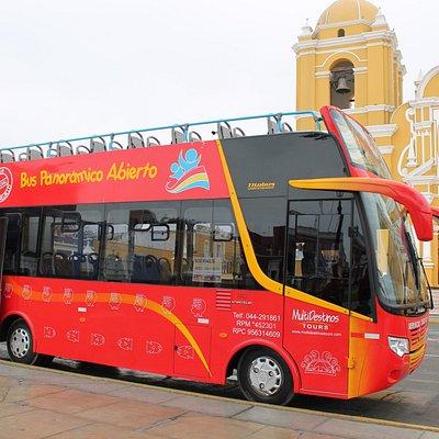Contamos con el único bus panorámico en la ciudad de Trujillo. Te invitamos a ser parte de un recorrido mágico, acompañado por un guía profesional.