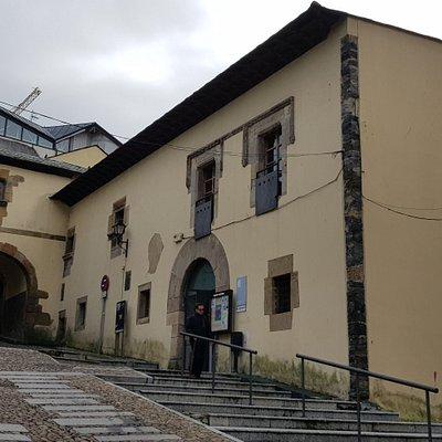Un sector del Palacio y el Arco