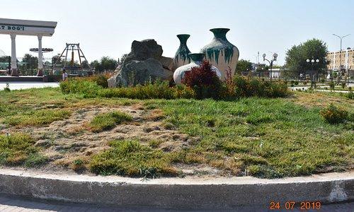 pot sculptures opposite park main entrance