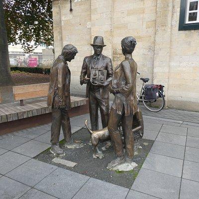 Statyn ''Theodore Dorren wijst de weg'' i Valkenburg
