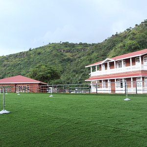Hotel Lawn And view from villas