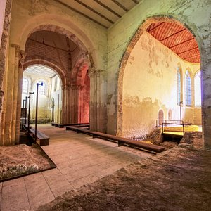Le Prieuré Saint-Ayoul, ensemble historique millénaire à Provins