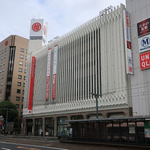 目抜き通りにある広島三越
