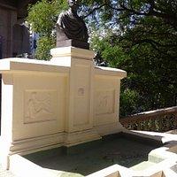 Monumento al Dr. Antonio Piñero en zona La Isla del Barrio de Recoleta- Bs.As. 2019.