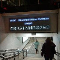 """Памятник """"Сочувствие"""", станция метро Менделеевская, вестибюль(вход), ноябрь."""