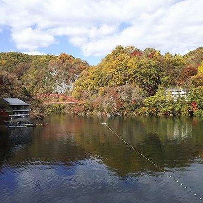 紅葉の神龍湖