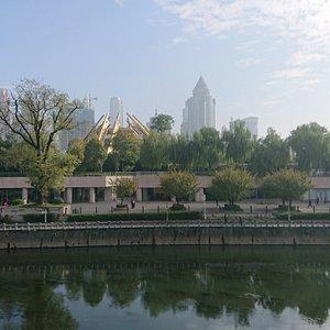 貴陽市の中心ですが、広いので静かで落ち着いた雰囲気です。