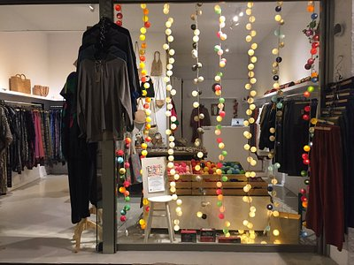 Welcome to Bindi Designs  Here you will find a great selection of Thai fisherman pants, Harem pants, Yoga pants, clothing, jewellery, bags, lighting and much more...