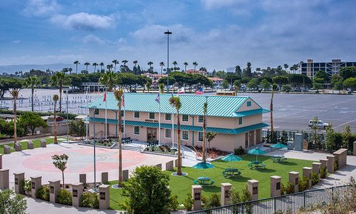 Housed in a renovated 1942 Santa Ana Army Air Base barracks building, Heroes Hall consists of 3,600 square feet of exhibition space as well as the Medal of Honor Courtyard and Walk of Honor which feature 5,000 square feet of space conducive for events and larger gatherings.