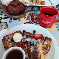 The French toast with berries and brakfast burrito were deliciious!