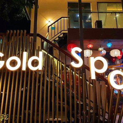 다낭 Gold spa(골드스파)는 미케비치 바로 앞에 위치하고 있습니다!