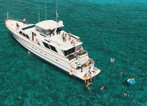 Pura Vida 80' Motor Yacht