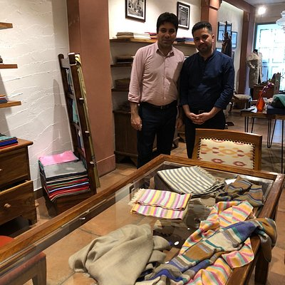 Fantastic shop with exquisite Pashmina - a must for those seeking the finest quality and selection 👌