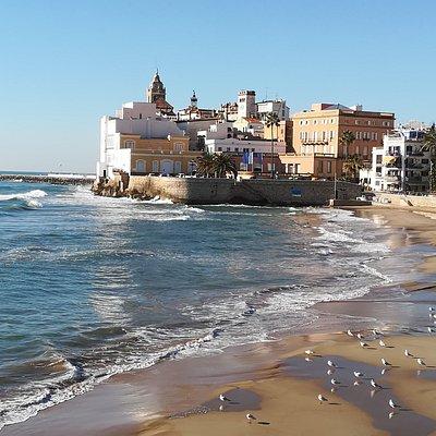 Sitges desde la playa Sant Sebastián