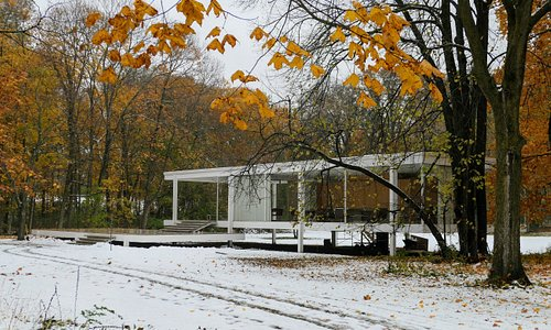 Snowy setting for the Farnsworth House
