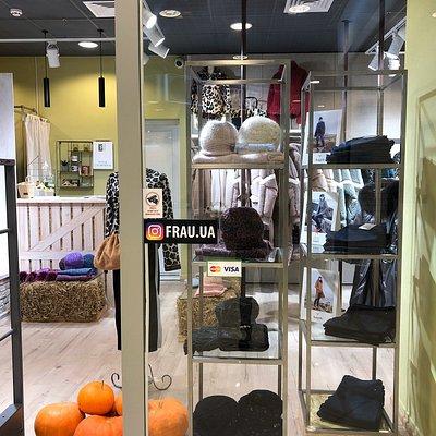 Очень интересный магазин женской одежды. Вещи известных немецких и итальянских брендов которые специализируются на натуральных тканых и эко материалах. Приветливый персонал, стильный дизайн!