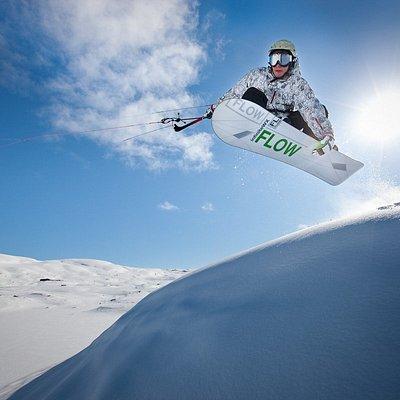 Learn to kite at World-Class Snowkite Spot Haukeliseter.  Foto: Asgeir Helgestad, Artic Light AS