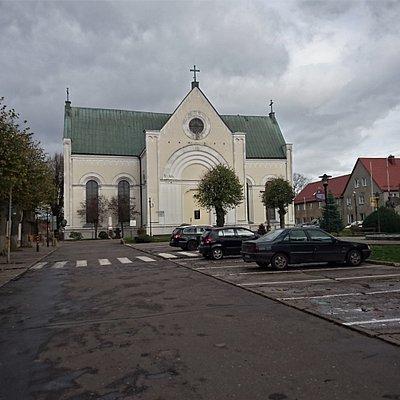 Kościół pw. Podwyższenia Krzyża Świętego przy rynku w Czaplinku