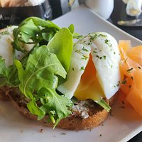 Poached eggs on toast with smoked salmon