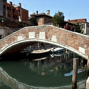 Looking at Ponte Marcello from one end of Salizada San Pantalon