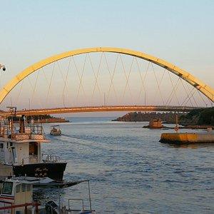 和平島漁市夕照拱橋