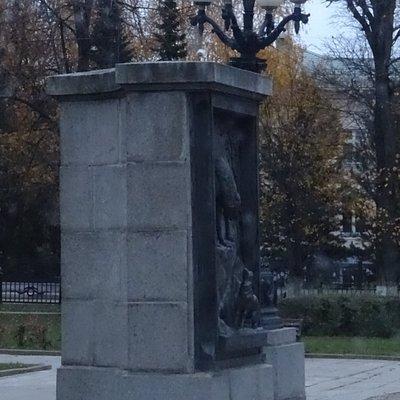 Памятник И.А. Крылову в Твери, 19 октября 2019 года