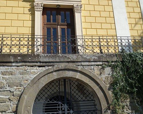Eingang Kirche.