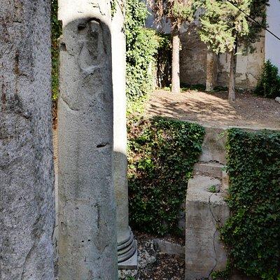 Templeo Romano, en bakgård på Calle Mármoles