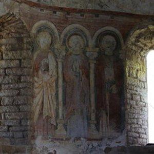 On peut y voir des peintures murales qui furent réalisées entre 1840 et 1850 par Marcel Canat de Chizy