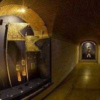 MUSEO DE LA PLATA En esta sala se observan muchos objetos de la plata de los siglos XVI, XVII y XVIII. La mayoría son de uso litúrgico tales como lámparas votivas, candelabros, retablos, incensarios, custodias y atributos de santos.