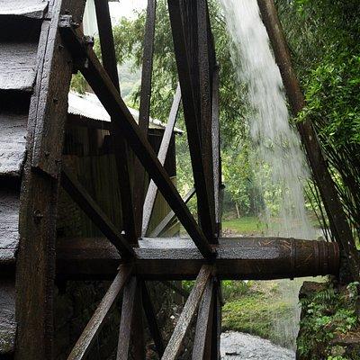 O moinho movido a roda dágua.