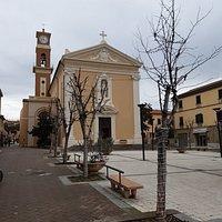 facciata vista dalla Piazza della Chiesa