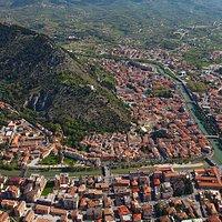 Sotto la collina la vecchia città....Al di là del fiume Liri si espande la città di SORA