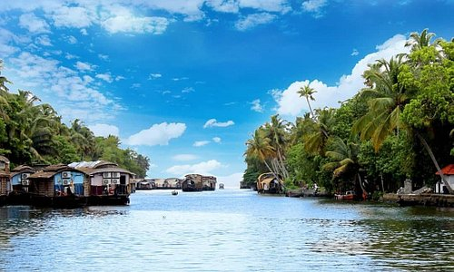 Takeup fresh air.. Keep aside all your tensions.. Take chance to experience kerala's authentic kettuvallam🛶  Embrace the beuty of water meets with sky especially when it is in coconut land  #keralakettuvallam #boatinginkerala #coconutlandholidays