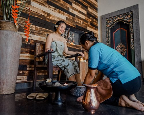 5 minutes foot scrub ritual will begin your massage session at Ubud Traditional Spa