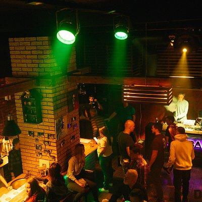 Основной зал, с Dj по выходным