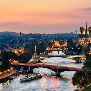 Paris en Scene Dinner Cruise