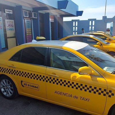 Este es su carro para que puedan disfrutar de Cuba. Buen confort y aire acondicionado