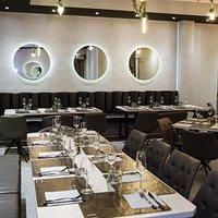 La nostra location caratterizzata da uno stile minimal, moderno ed elegante.