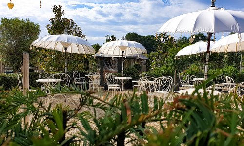 The Yurt at Nicholsons' outdoor dining area