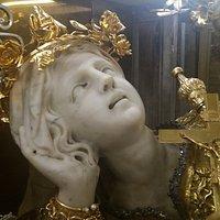 Statua di s. Rosalia (particolare) posta nella sacra Grotta del Santuario di S. Rosalia sul Montepellegrino a Palermo