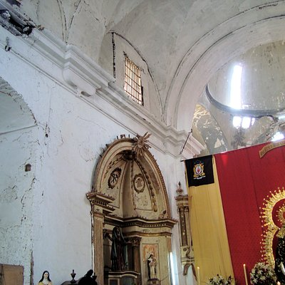Así estaba la iglesia después del incendio del 2005, es para que puedan comparar con la actualmente restaurada