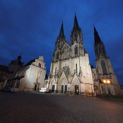 ołomuniecka katedra wieczorem